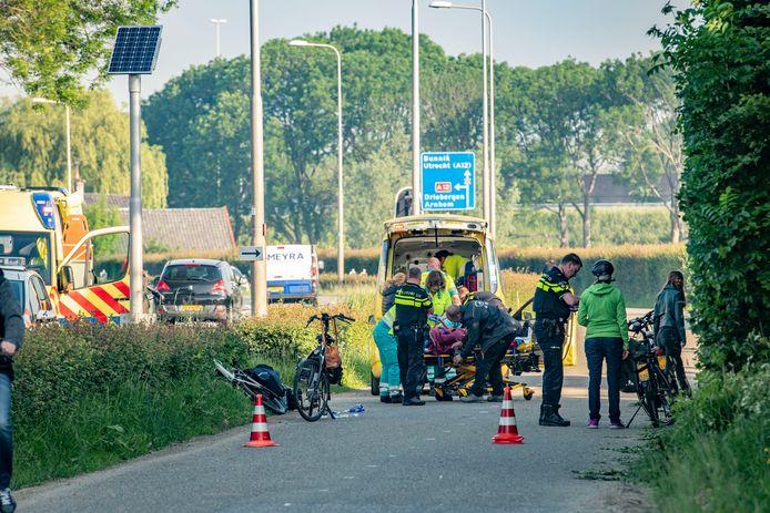 Met een ambulance werden de gewonden in Odijk naar het ziekenhuis gebracht.