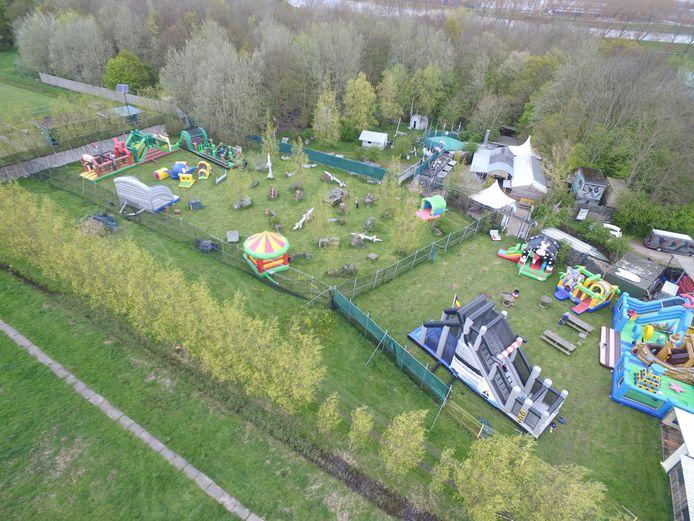 Tijdens de eerste editie van het springkussenfestijn stond het terrein van Outdoor Brielle vol met grote kussens.