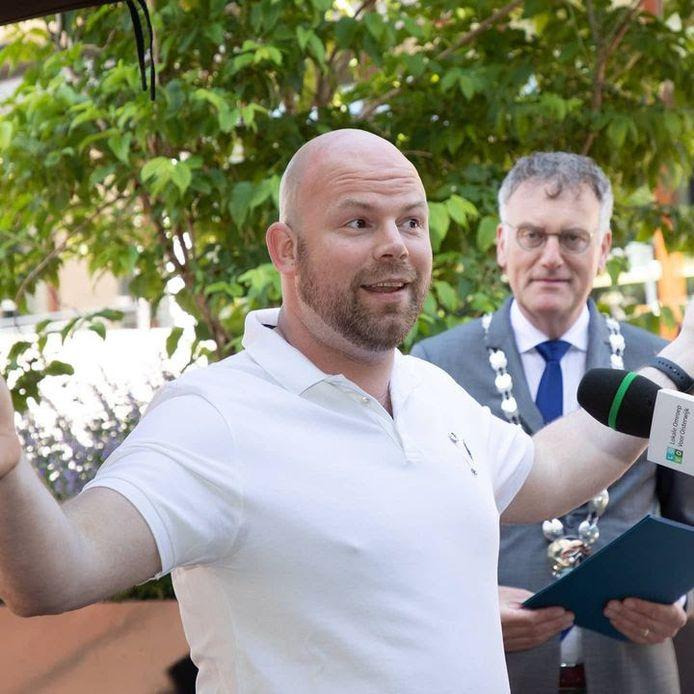 Niels Janse werd zondag verrast door een onderscheiding van de gemeente Oisterwijk