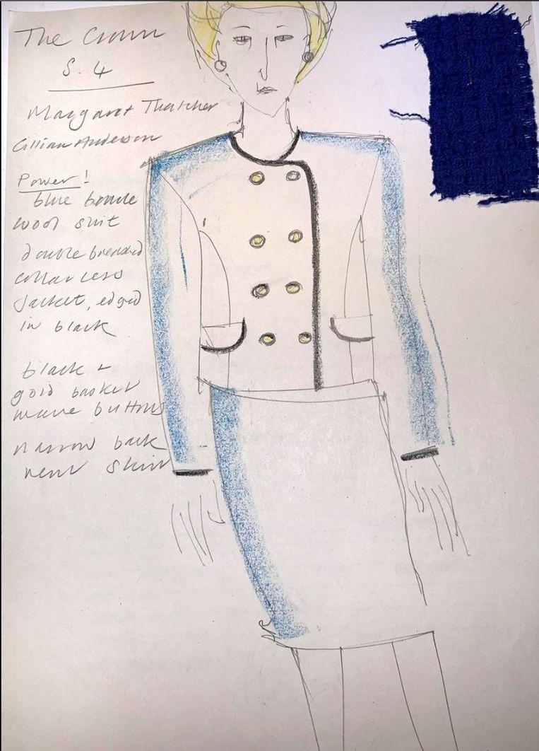 Schets van Thatchers koningsblauwe mantelpak voor het vierde seizoen van The Crown. Beeld Netflix