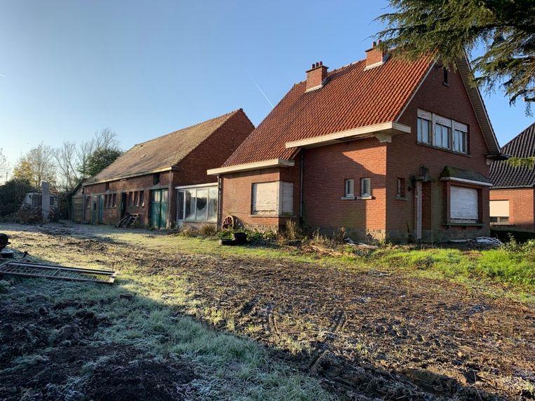 Het verlaten gebouw in de Driesstraat in Humbeek. Er werden tientallen uitgedroogde konijnen aangetroffen door Animal Rights.