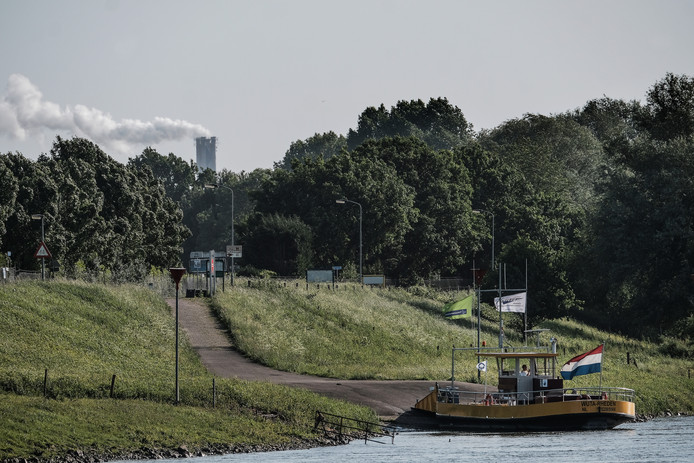De veerpont tussen Lathum en Rheden.