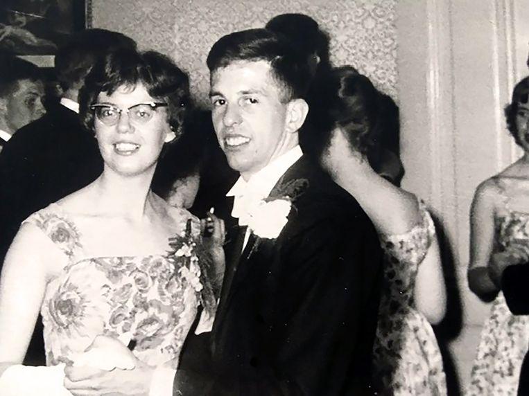Lenie en Jan op een feest in de jaren zestig. Beeld
