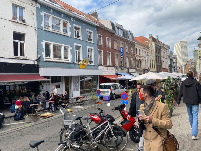 Heel wat tentjes, parasols en terrasuitbreidingen in de Hoogstraat.