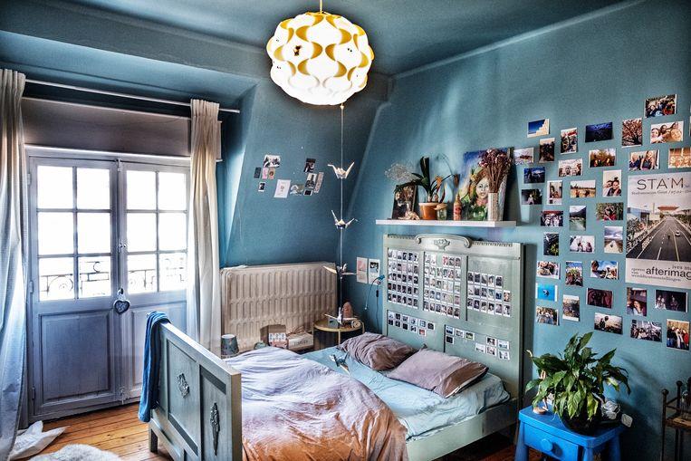 De appel valt niet ver van de boom: Tims dochter maakt zelf polaroids, waarmee ze de muren van haar kamer bezaait. Beeld Tim Dirven