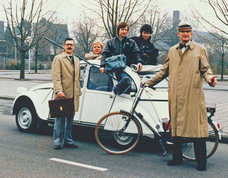 Vanaf links: Kees van Kooten, Arjen van der Grijn, geluidsman Roel Bazen, cameraman Marc Felperlaan en Wim de Bie. Beeld