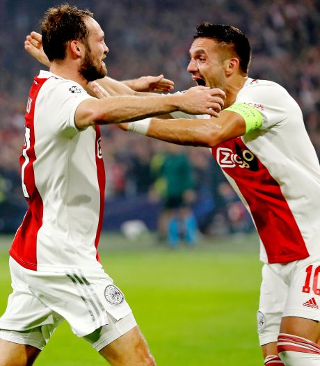 Ajax vernedert Dortmund in wervelende voetbalshow en kan knock-outfase ruiken