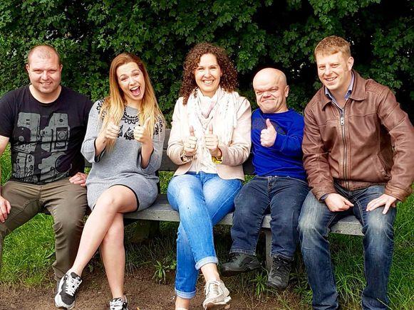 De organisatoren van het Nok-Out festival met Crimi clown Chris Willemsen (tweede van rechts).