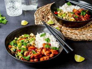 Wat Eten We Vandaag: Sticky kip met rijst en wokgroenten