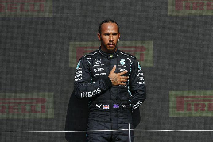 Impliqué dans un crash avec Max Verstappen dimanche, Lewis Hamilton fait depuis face à de nombreuses insultes racistes sur les réseaux sociaux.