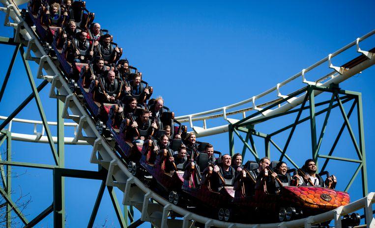 Bezoekers in achtbaan de Python in pretpark de Efteling. Beeld ANP