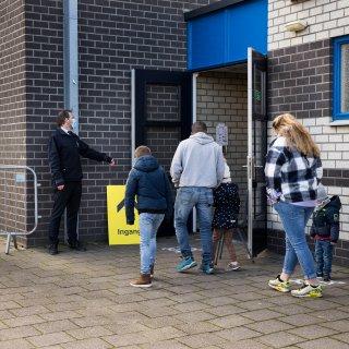 Gegevens van miljoenen Nederlanders op straat door datalek bij GGD. Wat kunnen criminelen hiermee?