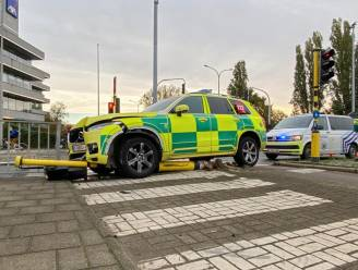 Grote ravage na ongeval met MUG in Berchem: twee mensen naar ziekenhuis