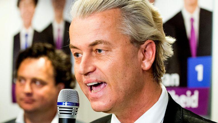 Geert Wilders viert de overwinning van zijn PVV in de gemeenteraadsverkiezingen van Almere. Beeld anp