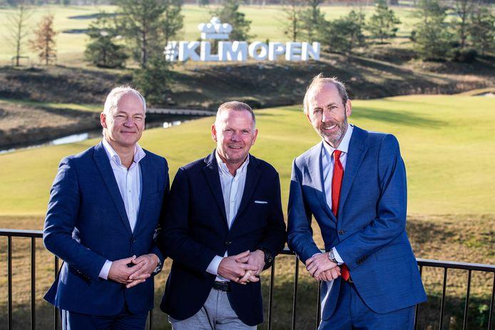 v.l.n.r. KLM-directeur Harm Kreulen, Robert van der Wallen, eigenaar van Bernardus Golf en toernooidirecteur Daan Slooter.
