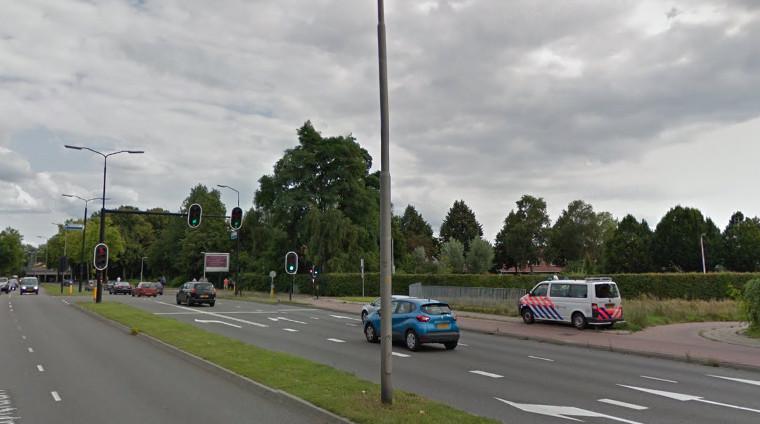 De politie controleerde op de Henri Dunantlaan in Deventer.