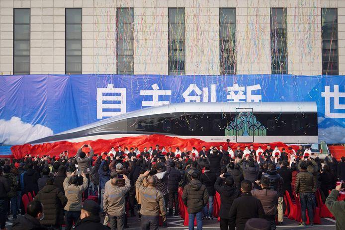 Massale belangstelling bij de onthulling van de supersnelle trein in Chengdu