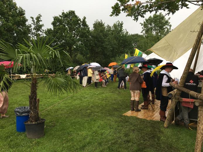 Veel regen tijdens Musketierendag in Schijndel.