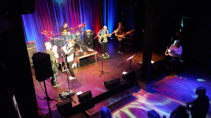 Van Halen Tribute 5150 in theater De Schuur in Zevenbergen.