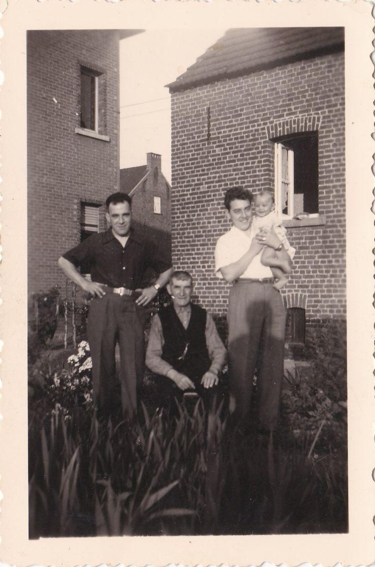 Het eerste viergeslacht werd gevormd in 1954 door Charles Pauwels (1876), Frans Pauwels (1914), Karel Pauwels (1934) en Francois Pauwels (1954).