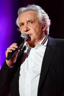 """Michel Sardou revient sur sa """"blague"""" déplacée au sujet des filles de Johnny Hallyday: """"Ce n'était pas raciste"""""""