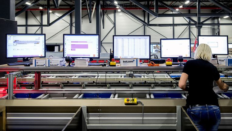 Bestellingen van onder meer Bol.com worden verwerkt bij Docdata in Waalwijk. Beeld ANP
