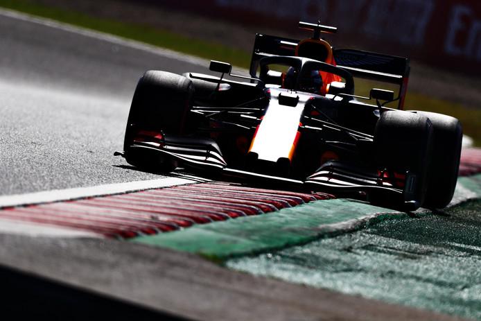 Max Verstappen in actie tijdens de kwalificatie in Japan.