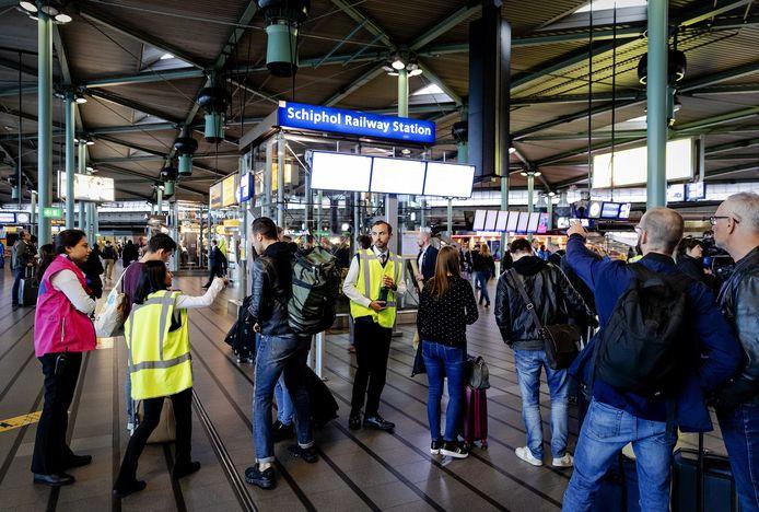 Station Schiphol, waar Arriva vanaf 2023 in de nacht treinen naartoe wil rijden.
