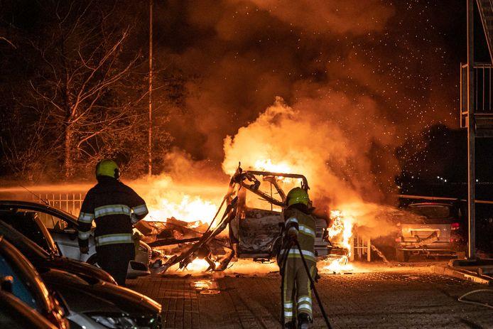 De brandende camper aan de Veemarkt in NIjmegen.