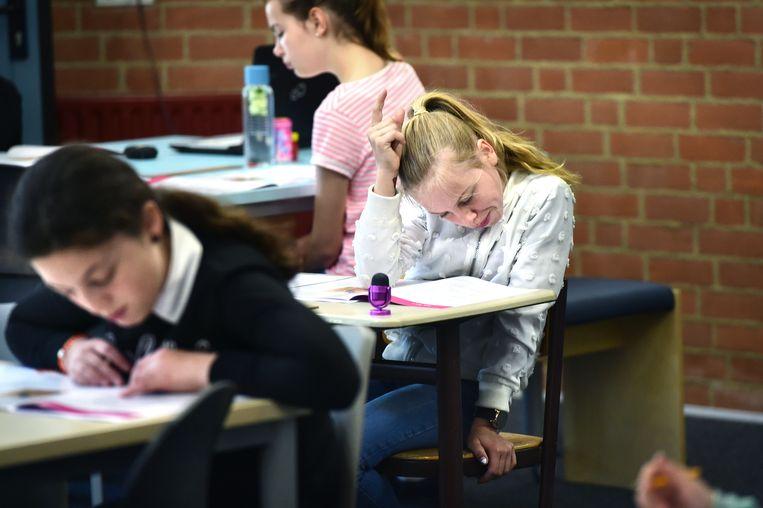 'Meisjes doen het beter, maar leraren willen dat blijkbaar liever niet zien.' Beeld Marcel van den Bergh