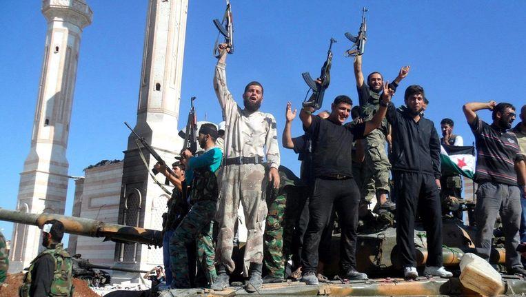 Syrische opstandelingen in Aleppo, gisteren. Beeld epa