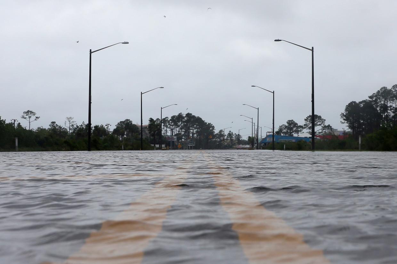 Overstromingen in Alabama ten gevolge van orkaan Sally. Beeld REUTERS