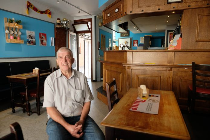 Jos Van Campenhout in café Berthout