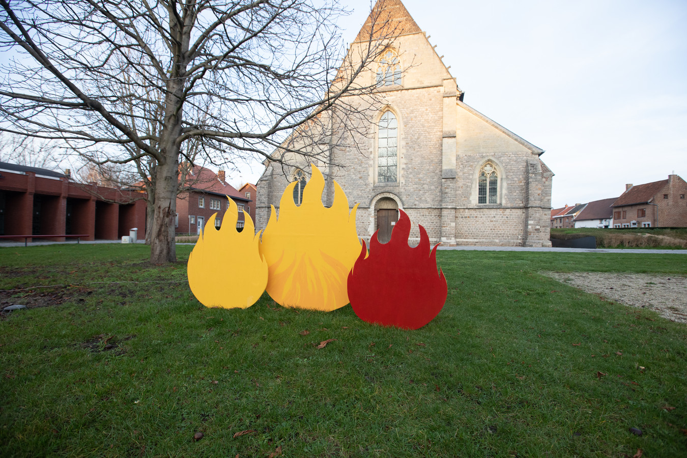 Ook de vlammen van De Warmste Week krijgen een plekje op het kerkplein van het Truiense Begijnhof.