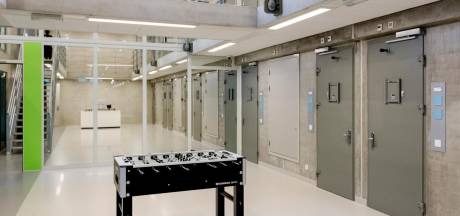 Smokkelpoging met geld, drugs en set lopers in gevangenis Zaanstad verijdeld