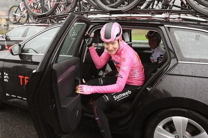 Wilco Kelderman verdedigt vandaag zijn roze trui.