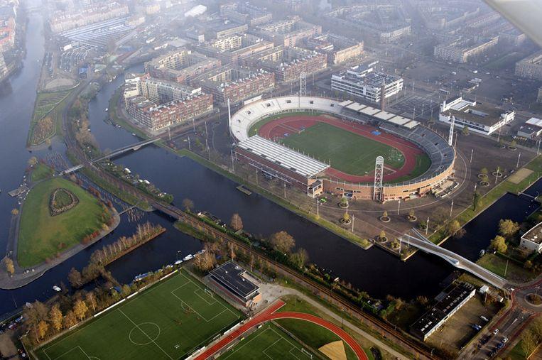 Luchtfoto van het Olympisch Stadion. Beeld