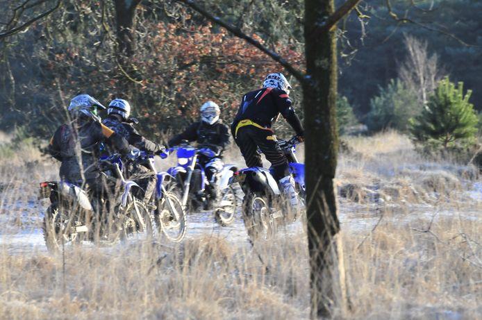 Met name in het voor- en najaar treffen boswachters van Staatsbosbeheer regelmatig motorcrossers aan in kwetsbare natuurgebieden.