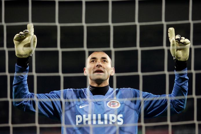 Heurelho Gomes bidt tot de hogere machten voorafgaand aan een penaltyreeks.