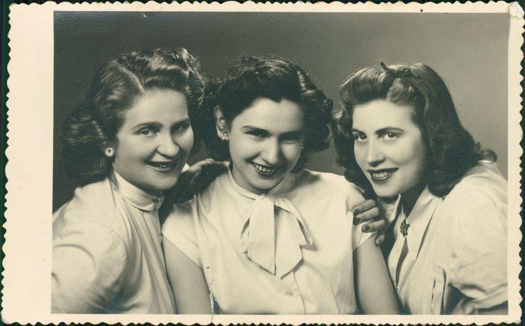 Edith Eger, geflankeerd door haar zussen Klara en Magda. Magda werd ook naar Auschwitz gedeporteerd, Klara bleef achter in Boedapest. Beeld fotomateriaal via Uitgever