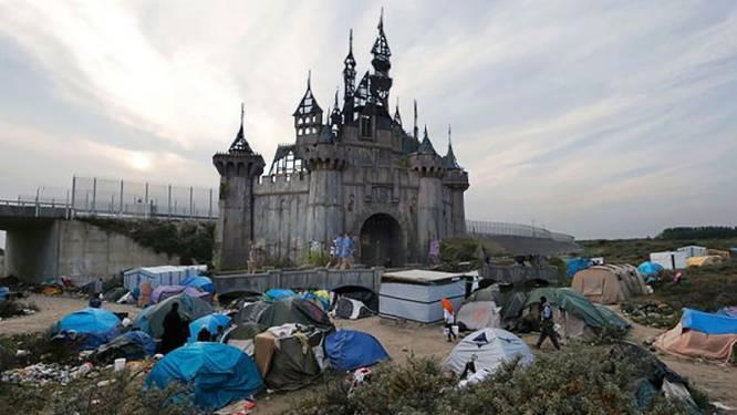 Vluchtelingen in Calais kamperen binnenkort in pretpark van Banksy
