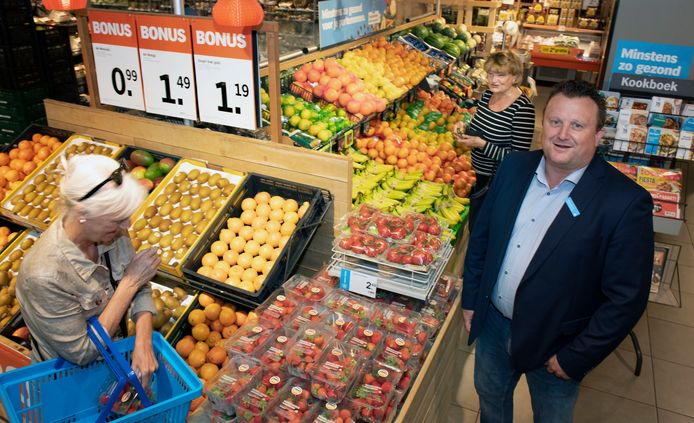 """Manager Mischa Verzuu in Albert Heijn Kerckebosch: ,,Het is gewoon niet meer van deze tijd om niet langer open te zijn."""""""