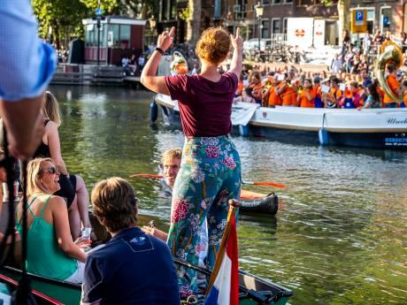 Duizenden Utrechters genieten van Kadeconcert aan de Weerdsluis