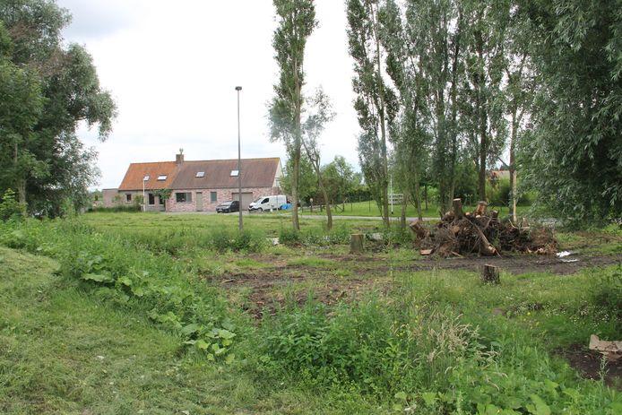 Momenteel vinden er opruimings- en voorbereidingswerken op de plaats waar straks het wonderwoudje in Lendelede verrijst.