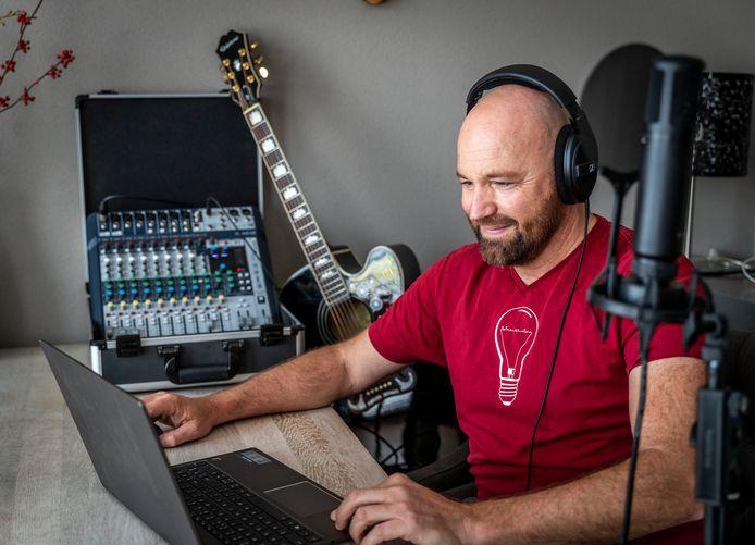 Vanwege 'de gedwongen pauze' in de muzieksector is Mierlonaar  Marcel Mulders een initiatief begonnen om op afstand samen muziek te maken.