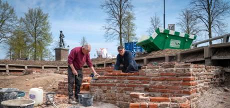 Restauratie van tastbaar bewijs dat Huissen een stad is. 'Doodzonde dat verder niets van ommuring bewaard is gebleven'
