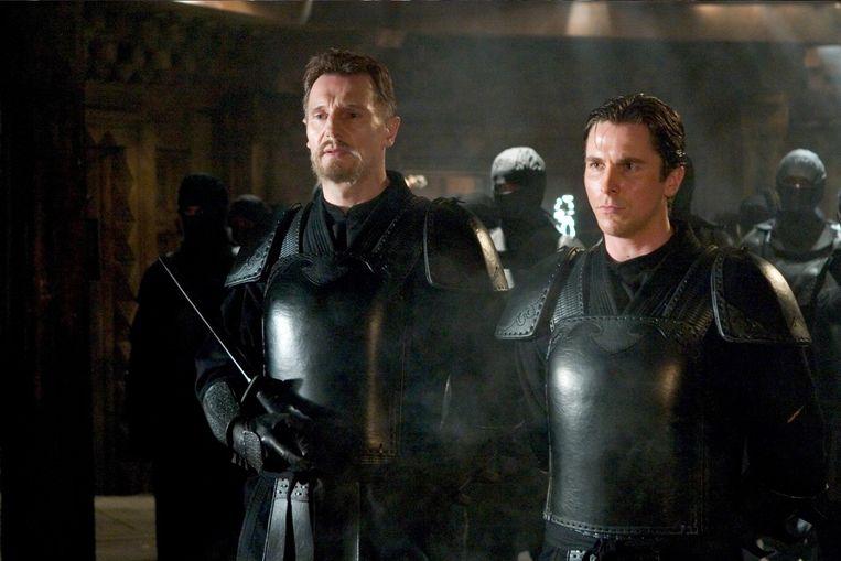 Liam Neeson (links) en Christian Bale in Batman Begins van Christopher Nolan. Beeld