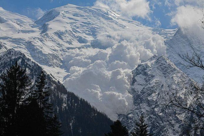Les images d'une avalanche spectaculaire dans le massif du Mont-Blanc