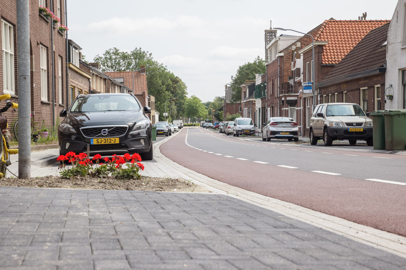 Omwonenden zijn blij met de facelift van de Steenweg in Moerdijk, maar zijn ook bang dat hun straat in een racebaan verandert.