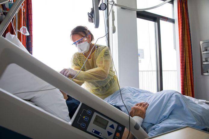 Chantal Kroese ziet op de corona-afdeling hoe de intensive care de patiënten heeft verzwakt.